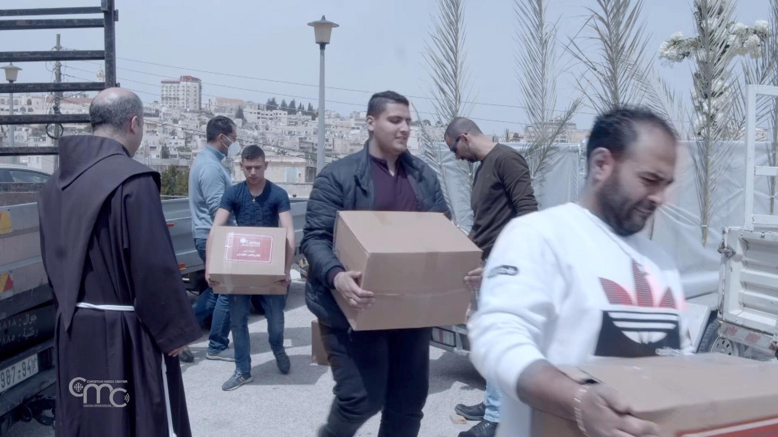 The Franciscans of Bethlehem are distributing aid to families in difficulty