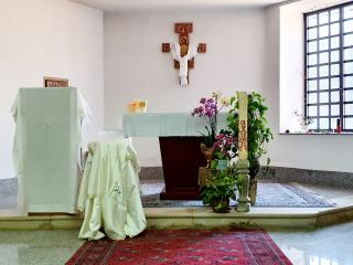 Acre, the empty church prepared for the triduum celebrations